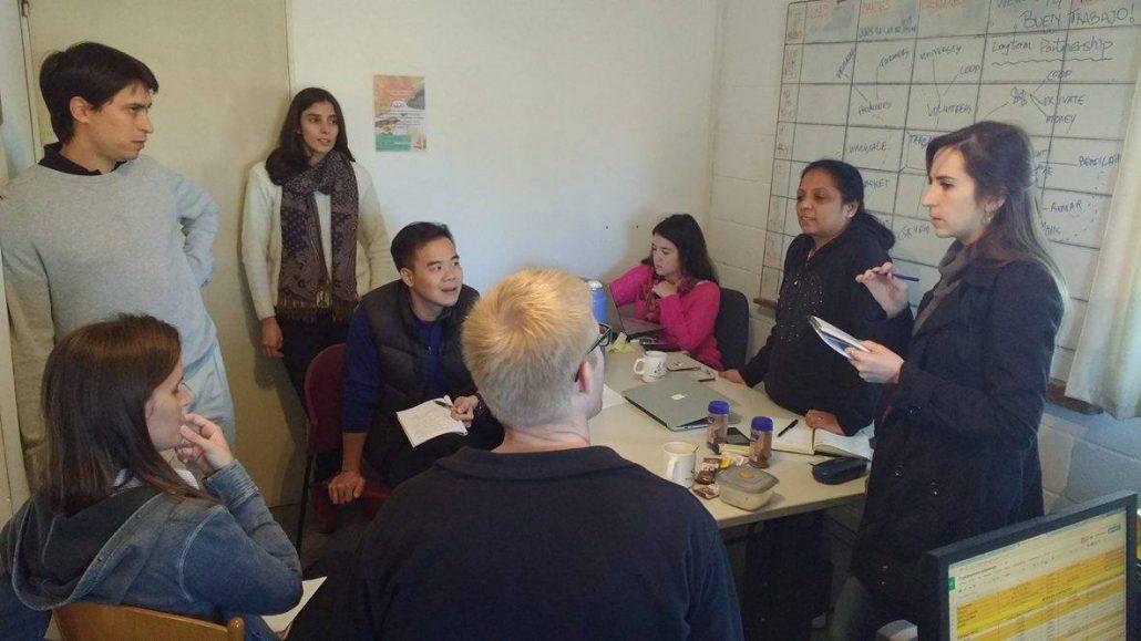 Los voluntarios extranjeros de IBM se reunieron con